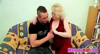MommyVid.com - OLD BLONDE Mummy FUCKS YOUNG DUDE !