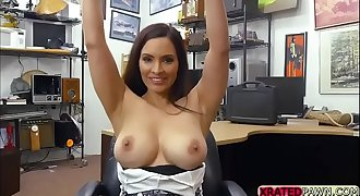 Longhair busty milf wants instant cash so she spreads her legs to pawnman